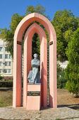 有名なロシアの詩人アレキサンダーの記念碑、aleksandrovsky にプーシキン プロムナードします。 — ストック写真