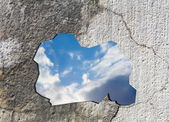 Sky behind a concrete wall — Stock Photo