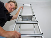 A man with a ladder — Stock Photo