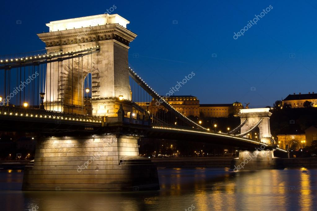 Chain bridge in Budapest by night — Stock Photo #13972270