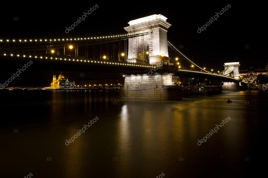 Chain bridge in Budapest by night — Stock Photo #13972308