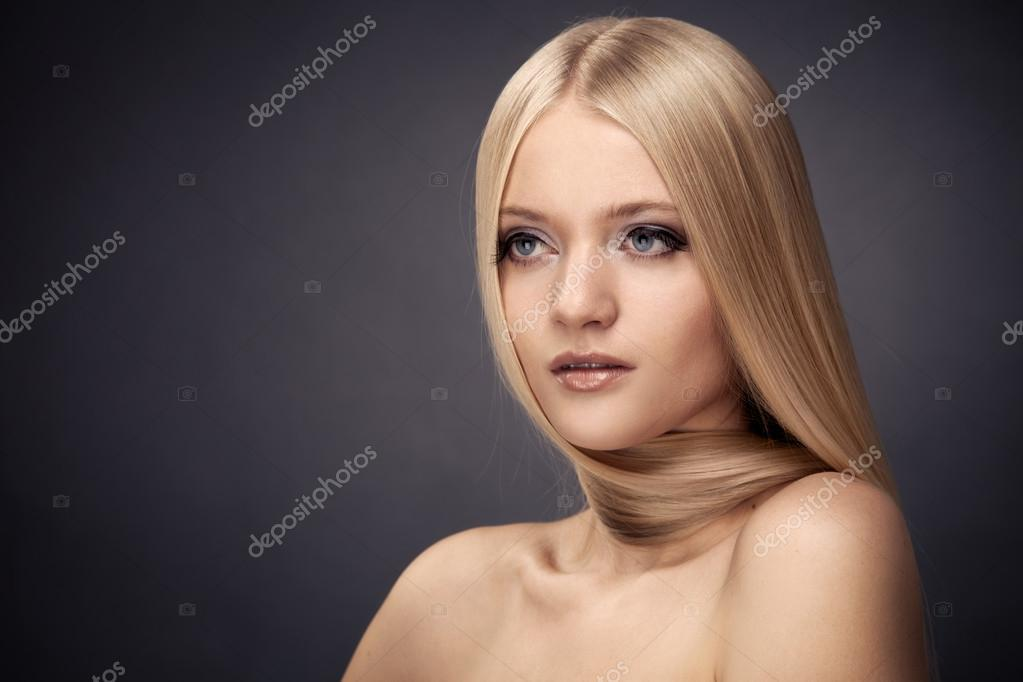 Fashion Blond Girl. Beautiful Makeup and Healthy Hair — Stock Photo #15799321