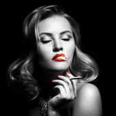 Retro Portrait Of Beautiful Woman With Cigarette — Stock Photo