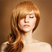 Retrato de belleza. pelo largo y rizado — Foto de Stock
