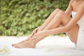 Beautiful Woman Legs And Cream. — Stock Photo