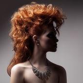 мода портрет женщины роскошь с ювелирные изделия. — Стоковое фото