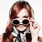 Portrait of beautiful young woman in round fashion sunglasses. — Stock Photo