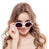 žena módní sluneční brýle. samostatný — Stock fotografie