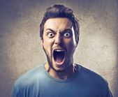 молодой человек кричал — Стоковое фото