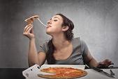 Comendo pizza — Foto Stock