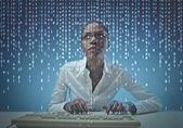 черная девушка кодирования — Стоковое фото