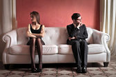 Angry couple on sofa — Stockfoto
