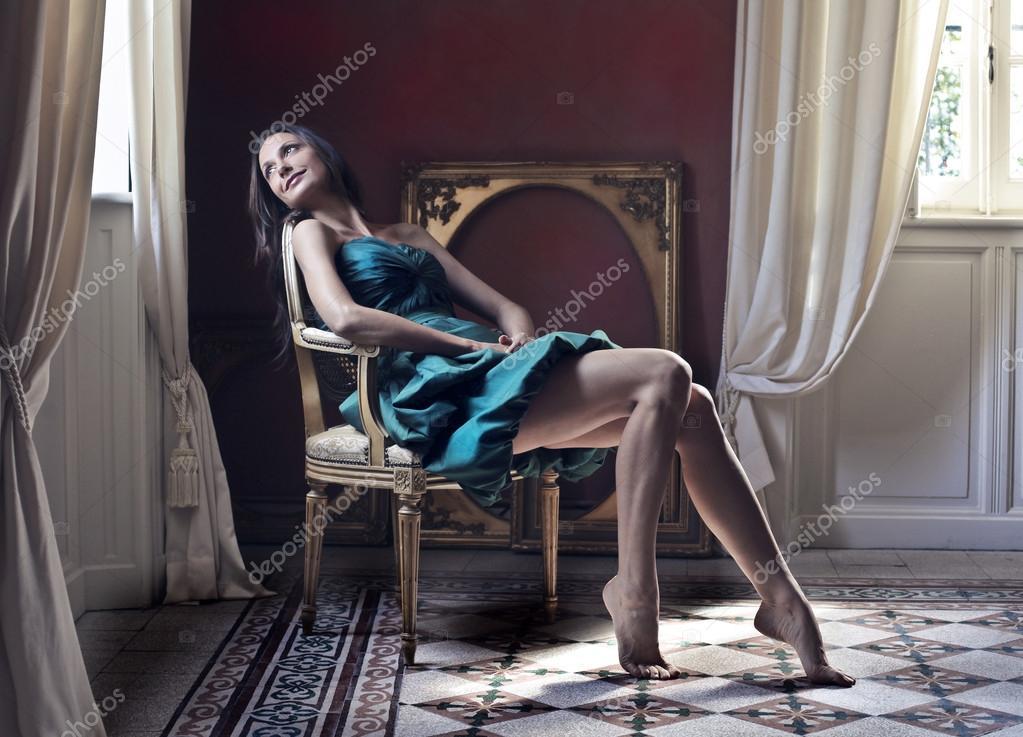 Femme regardant par la fen tre photographie olly18 for Par la fenetre feydeau