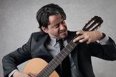 Joueur de guitare concentré — Photo