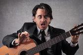 Zdumiony, gitarzysta — Zdjęcie stockowe