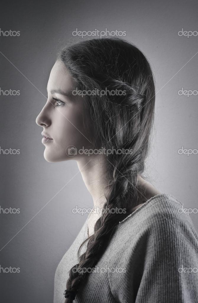 profil de jeune femme en noir et blanc photo 43981193. Black Bedroom Furniture Sets. Home Design Ideas