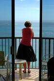 Woman At Beach Hotel — Stockfoto