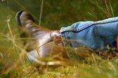 草原のリラックスの男 — ストック写真