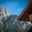 Traditional Alpine Chalet — 图库照片