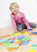 Küçük kız oynamaya — Stok fotoğraf