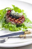Steak grillé avec beurre aux herbes — Photo