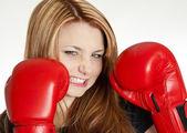 Mujer con guantes de boxeo — Foto de Stock
