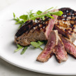 Grilled beefsteak pickled in Dijon mustard with ruccola - Stockfoto