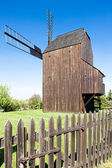 De madeira, moinho de vento klobouky u brna, república checa — Foto Stock