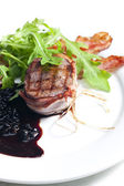 Beefsteak grilled in bacon with sauce of juniper and red wine — 图库照片