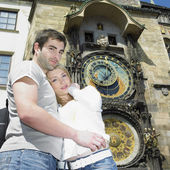 Couple in Prague, Horloge, Old Town Hall, Czech Republic — Stock fotografie