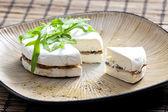 Сыр Бри, заполнены с жареные грибы — Стоковое фото