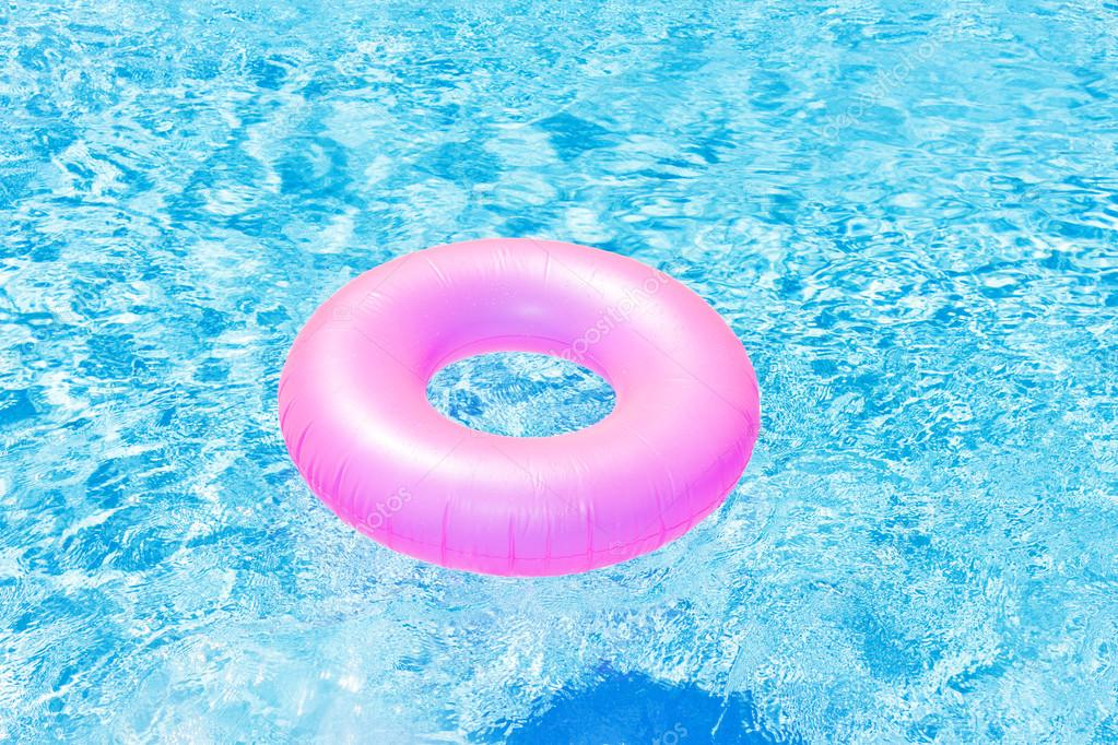 Rubber Swimming Pools : Pink rubber ring in swimming pool — stock photo phb cz