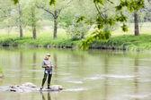 çek cumhuriyeti sázava nehirde balık kadını — Stok fotoğraf
