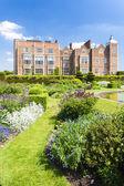 Hatfield haus mit garten, hertfordshire, england — Stockfoto