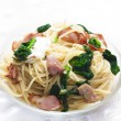 Spaghetti with spinach, bacon and mozzarella — Stock Photo