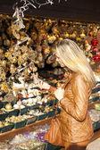 Woman at Christmas market, Vienna, Austria — Stock Photo