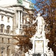 Mozart''s statue in Hofburg Palace garden, Vienna, Austria — Stock Photo