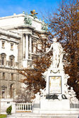 Mozart'' s standbeeld in hofburg paleis Tuin, Wenen, Oostenrijk — Stockfoto