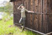 Donna che indossa gomma stivali in natura di primavera — Foto Stock