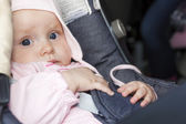 Toddler girl in car seat — Stok fotoğraf
