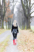 Woman in autumn alley — Stock Photo