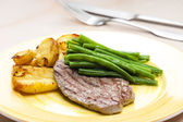 Beefsteak with vegetables — Stock Photo
