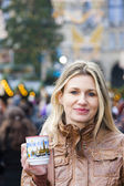 Woman drinking hot wine at Christmas market — Stock Photo