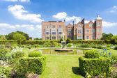 Hatfield house con giardino, hertfordshire — Foto Stock