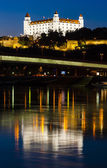братиславский замок ночью — Стоковое фото