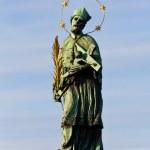 Sculpture on Karluv Bridge in Prague — Stock Photo