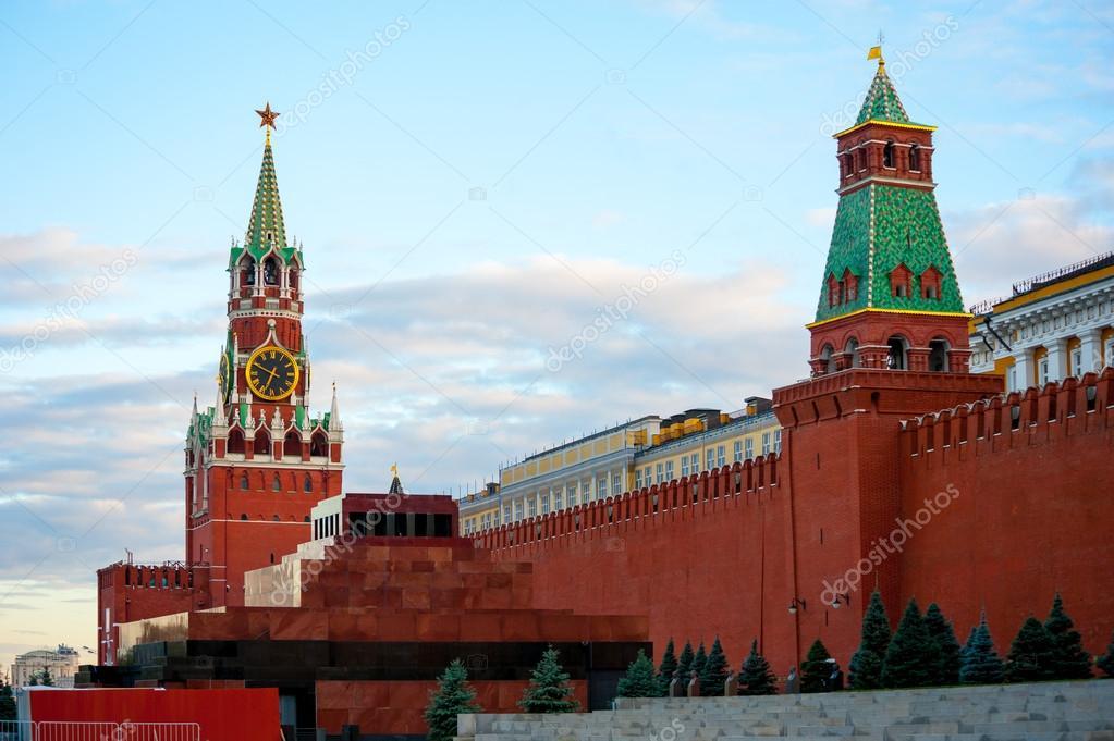 depositphotos_13255257-Kremlin-on-Red-Sq