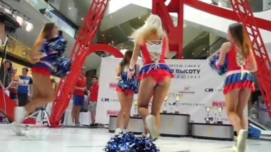 "MOSCOW - AUGUST 09: Cheerleaders perform on the event ""Race to the height"" — Stock Video"