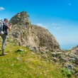 Hiker enjoys landscape — Stock Photo