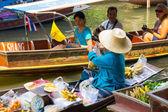 Damnoen Saduak floating market — Stock Photo